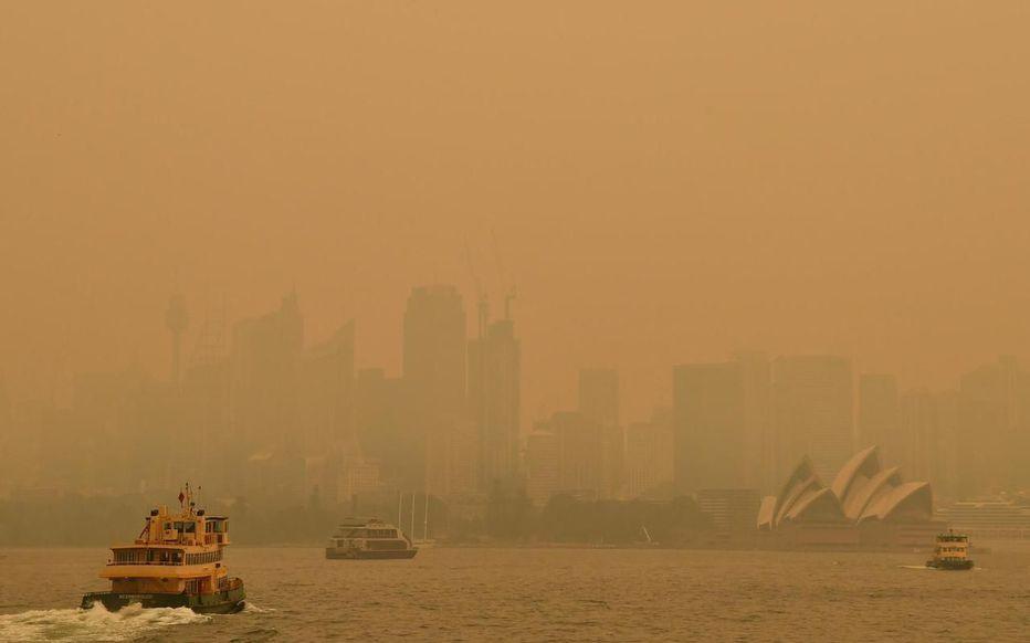 Sydney suffoquant sous les fumées des incendies qui dévastent le bush australien est un des symboles de l'urgence climatique